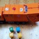 Bruder-Müll-LKW mit 4 Tonnen und Soundmodul