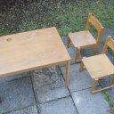 Kindermal- und Basteltisch mit 2 Stühlen